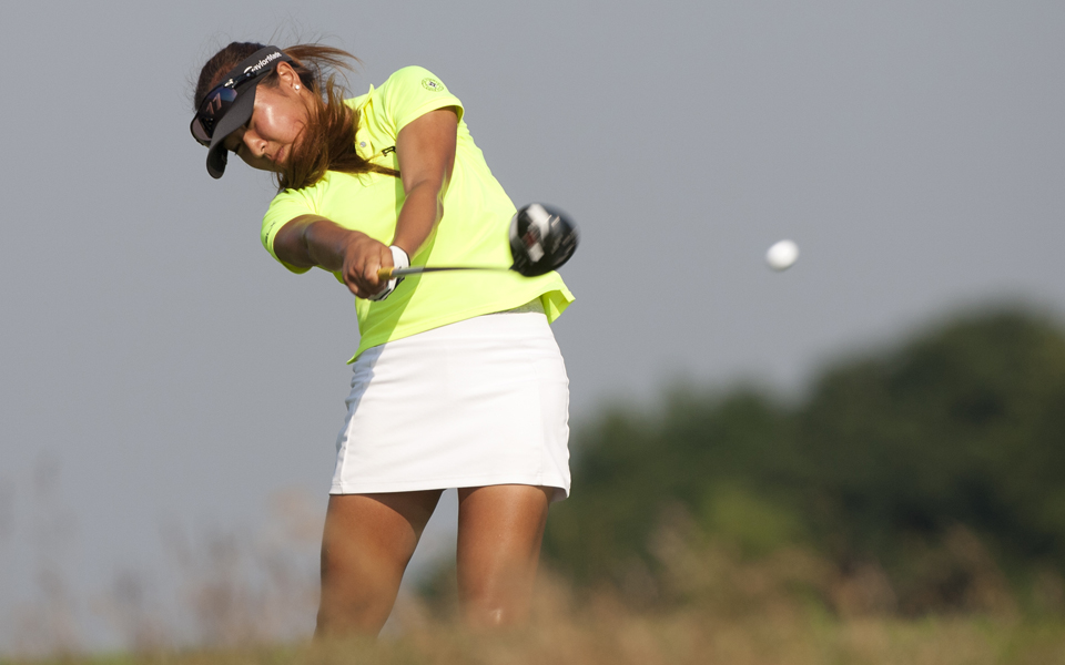Alice Jeong, in her first match-play event, knocks off medalist Lisa McCloskey to advance to the second round of the U.S. Womens Amateur Public Links.