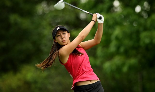 Nicole Zhang hits her tee shot at No. 8 during the quarterfinals at the 112th U. S. Women&#39;s Amateur Championship. Zhang defeated Sy-Hyun Oh.