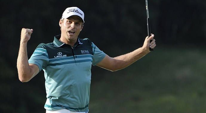 Nick Watney fired a 2-under 69 on Sunday to win the Barclays and vault to the top of the FedEx Cup standings.