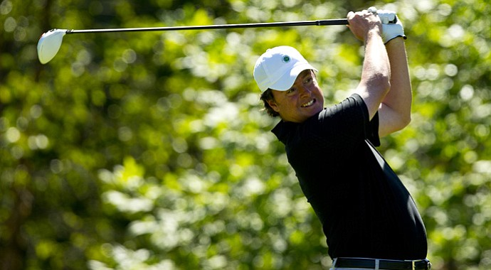 Three-time champion Nathan Smith advanced to the Round of 32 at the U.S. Mid-Amateur on Monday.