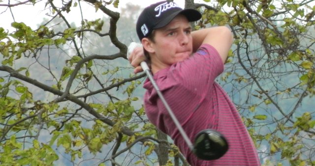 Kyle Rodes watches a drive during his win at Eagle Crest Resort.