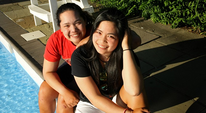 Ariya Jutanugarn (left) with her older sister Moriya Jutanugarn.