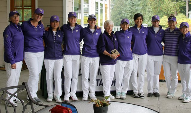 The Washington women&#39;s golf team with Edean Ihlanfeldt (middle) after winning its home invitational.