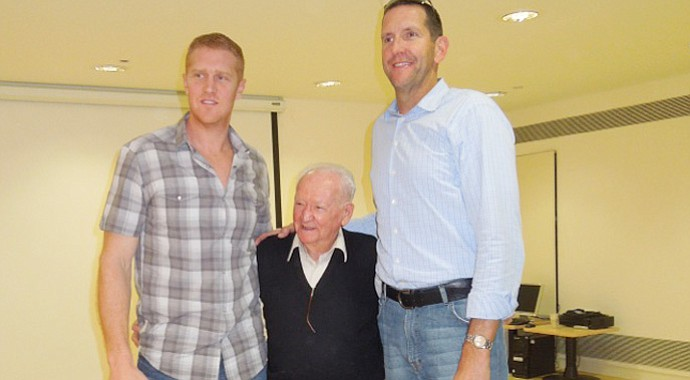 Former NBA player Brian Scalabrine left, Holocaust survivor Asher (Aud) Sieradzki and former NBA champion Will Perdue.