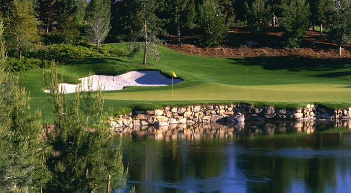 The sixth hole at Wynn GC in Las Vegas.
