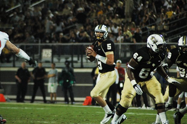 UCF quarterback Blake Bortles totaled 352 yards in the Knights&#39; rout of Ball State in the Beef O&#39;Brady&#39;s Bowl. 