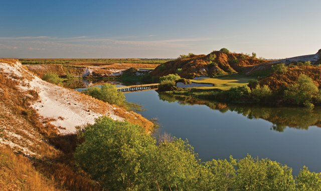 The 7th hole on Streamsong&#39;s Blue course.