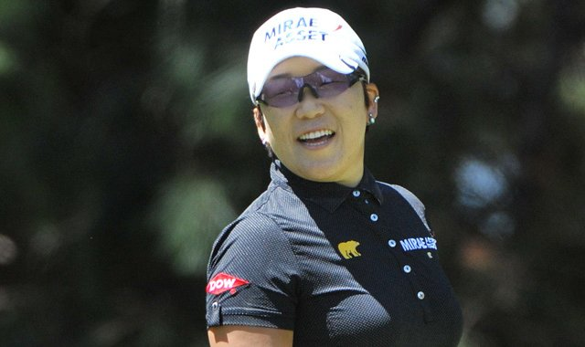 Jiyai Shin fired a 1-under 72 to win the Australian Open by two shots over Yani Tseng.