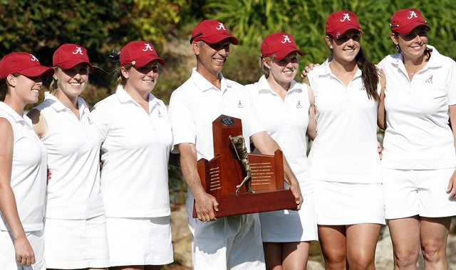 The Alabama women&#39;s golf team after winning the 2013 SEC Championship.