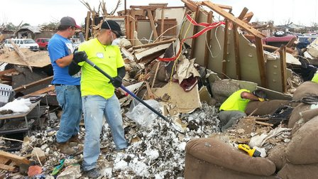Longwood volunteers help tornado victims