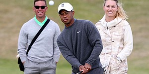 With elbow 'fine,' Woods remains oddsmakers' pick