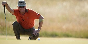 Led by Jimenez, veterans hold their own at Muirfield