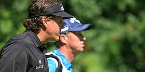 Mickelson gets going late at BMW, fires 70