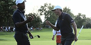 Woods, Kuchar cruise past Leishman, Cabrera