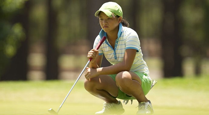 Megan Khang lines up a putt during the U.S. Girls' Junior.