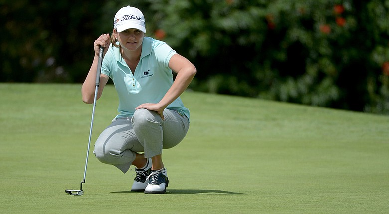 Dori Carter lines up her putt on the 17th green during the second round of the Kia Classic.