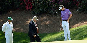 Despite rare penalty, Snedeker in contention at Augusta