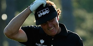 Wobbly wedge play leads Phil Mickelson to 4-over 76