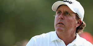 Mickelson works on short game ahead of U.S. Open