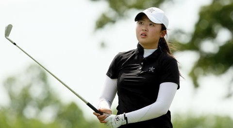 Simin Feng is turning pro, she told her coach at Vanderbilt after the Commodores' year-end banquet wrapped up her freshman season.