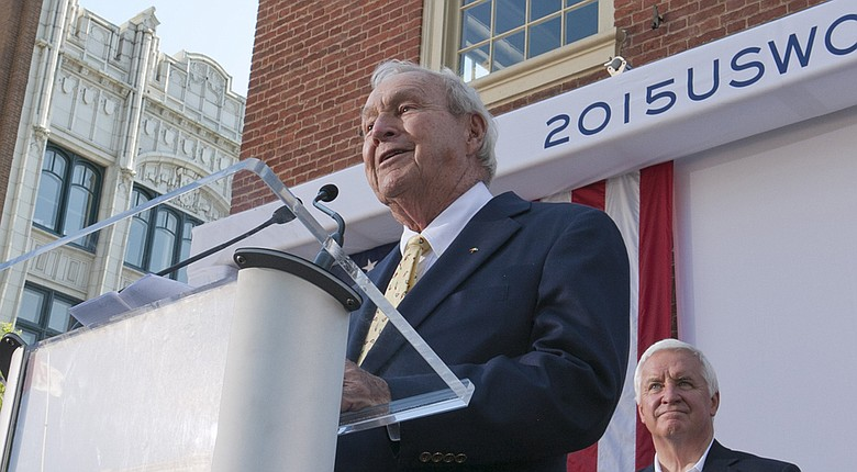 Arnold Palmer speaks to a crowd in downtown Lancaster, Pa., host of the 2015 U.S. Women's Open.