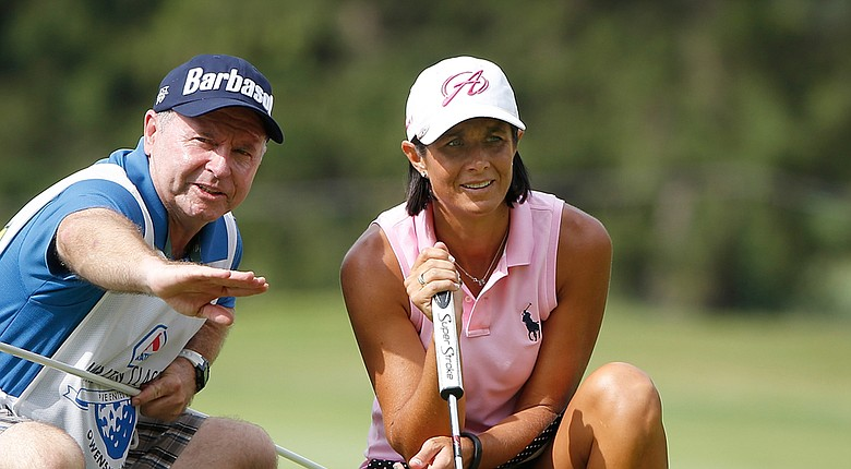 Laura Diaz gets an assist from caddie Pete Smith during the LPGA's 2014 Marathon Classic in Sylvania, Ohio.
