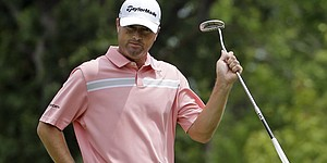 5 Things: Palmer shares PGA lead; Mickelson rallies