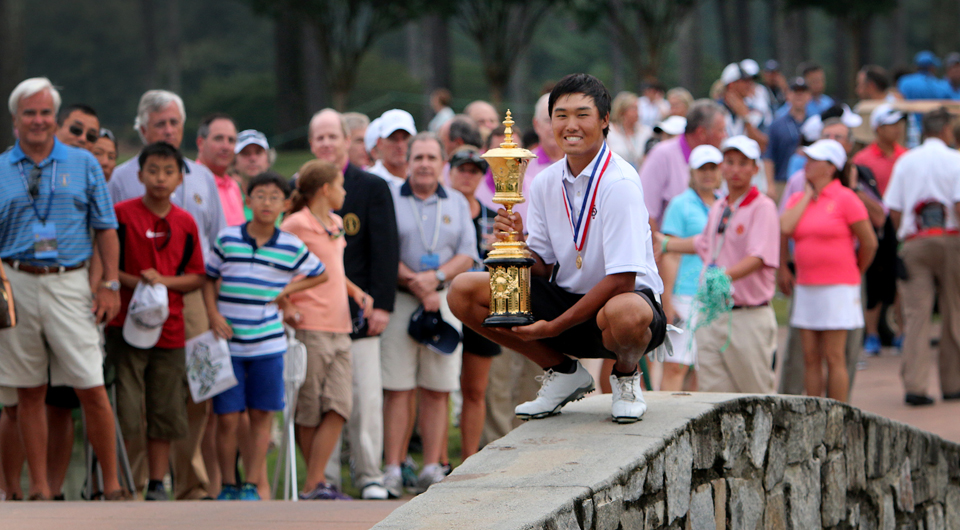 Gunn Yang was unflappable in holding off Corey Conners to win the 2014 U.S. Amateur title Sunday, overcoming a long weather delay for a 2-and-1 triumph at Atlanta Athletic Club.