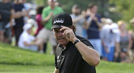 Mickelson's Tour Championship streak at risk