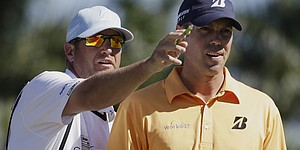 Kuchar's caddie returns to work after loss of wife