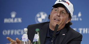 Mickelson criticizes Watson after Ryder Cup loss