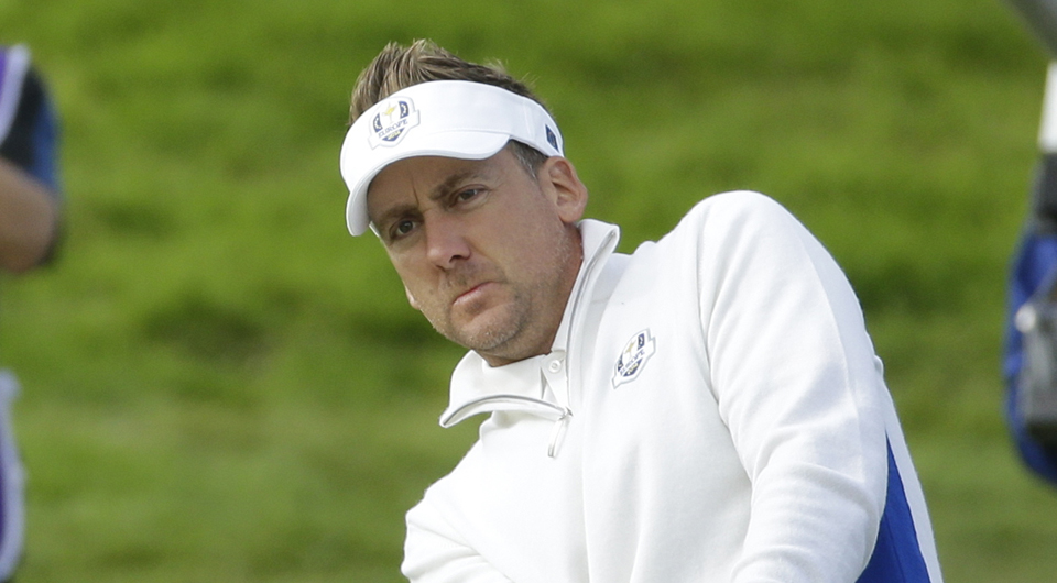 Poulter uses Twitter to unveil switch to Titleist