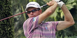 Wright leads in Australia, Scott remains 6 back