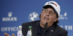 Mickelson tees up, endorses new Callaway ball