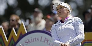 Henderson's Swinging Skirts lead shrinks to one shot