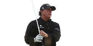 Mickelson sees progress after 6-birdie final round in British Open