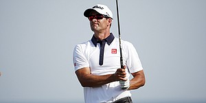 Adam Scott turns to longtime coach as fill-in caddie for Wyndham