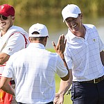 Americans dominate foursomes, roll to 4-1 lead in Presidents Cup