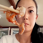 Michelle Wie gives live squid a try in South Korea, Instagrams video