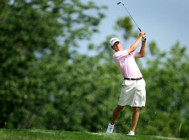 Jordan Spieth hits his tee shot at no. 14.