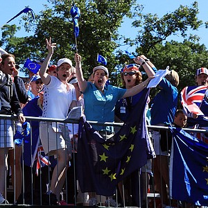 European fans cheer on the first tee box.