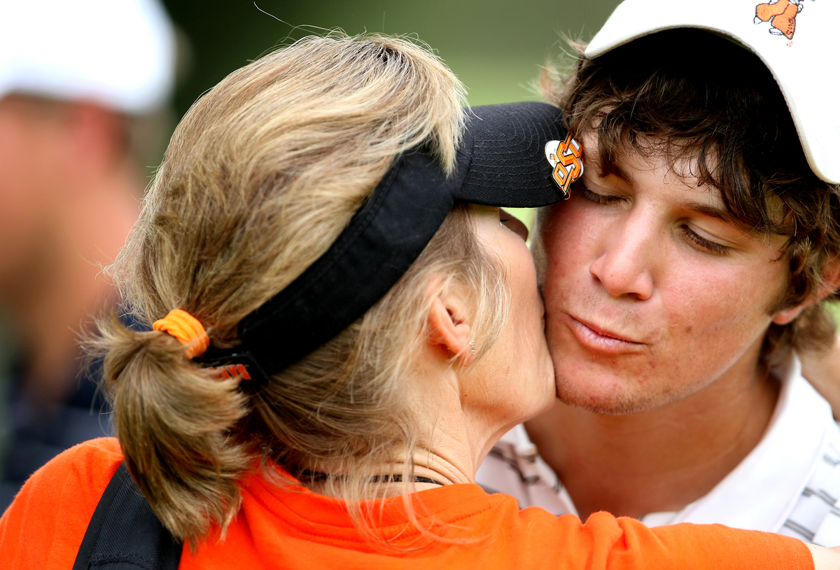 Peter Uihlein gets a kiss from his mother, Tina, Thursday at the U.S. Amateur.