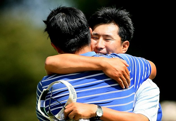 Byeong-Hun An gets a hug from his father after winning his semifinal match at the U.S. Amateur.