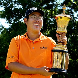 Byeong-Hun An holds the Havemeyer Trophy after defeating Ben Martin at the U.S. Amateur at Southern Hills.