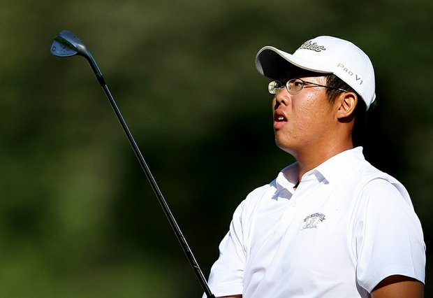 Byeong-Hun An hits a shot from the fairway at No. 9 in the morning round of the final of the U.S. Amateur.