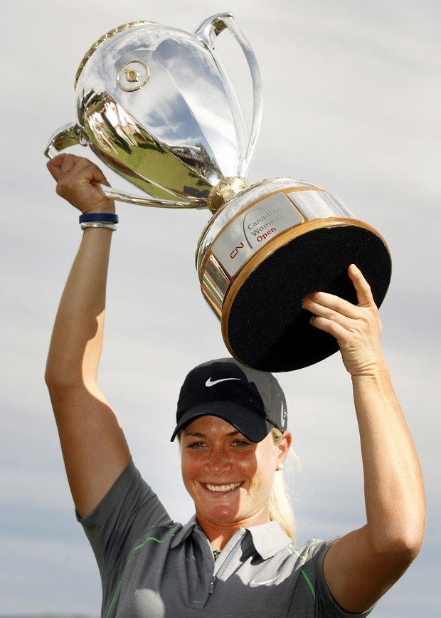 Suzann Pettersen hoists the Canadian Open trophy.