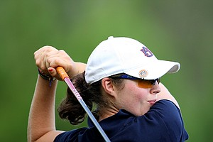 Auburn's Candace Schepperle watches her tee shot at No. 8.