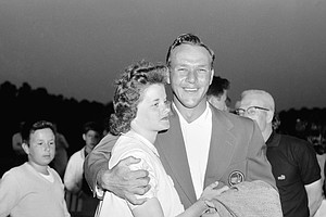 Arnold Palmer and his wife, Winnie, after he won the Masters in 1958. (AP Photo/Horace Cort)