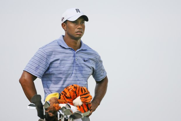 Tiger Woods shot a course-record 62 in the third round of the BMW Championship and has a 7-shot lead.