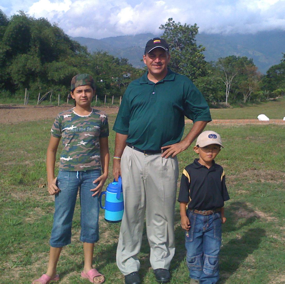 Anthony Ciabattoni with two aspiring golfers.